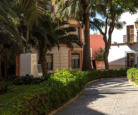 Busto a Celia Viñas en la Plaza Bendicho de Almería