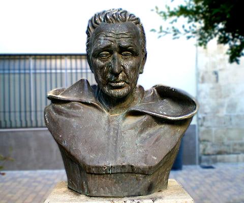 Busto del Padre Ballarín turismo de Almería