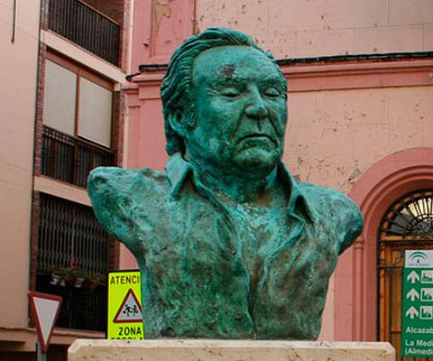 Busto a Richoly Turismo de Almería