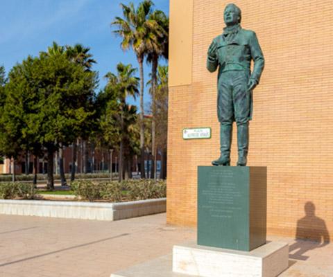 Estatua a Alfredo Kraus Turismo Almería