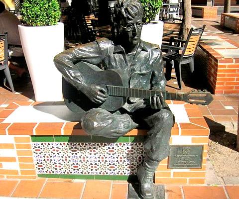 Estatua a John Lennon en Almería